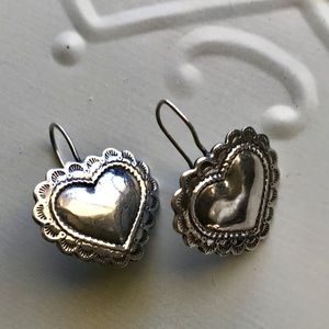 ☀️🌵💕 Artisan etched 925 sterling heart earrings